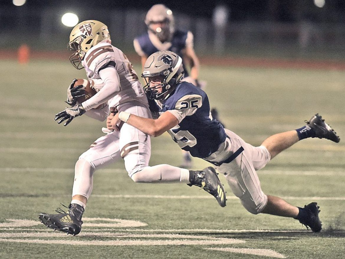 Saugus football falls after late surge from Saint Francis